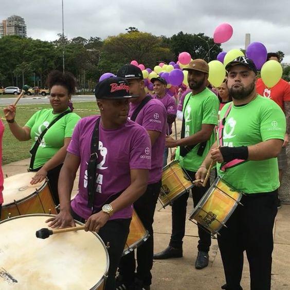 26 DE SETEMBRO - DIA MUNDIAL DE PREVENÇÃO DA GRAVIDEZ NÃO PLANEJADA - abraço simbólico em comemoração a campanha em frente ao Monumento às Bandeiras no Parque Ibirapuera