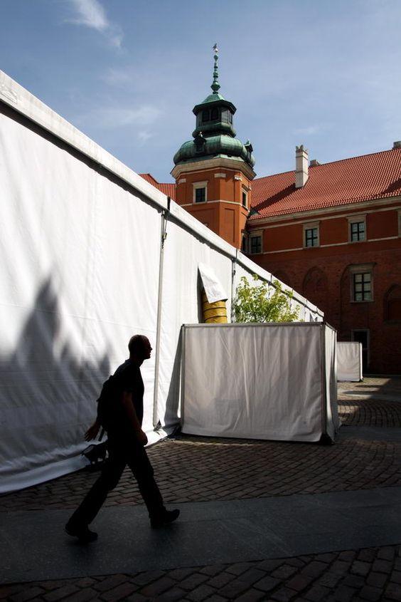 Apontamentos fotográficos com pessoas em circulação em lugares bons para imagens - paisagem urbana e natural. Fotos: Tunísia; Castelo Real de Varsóvia
