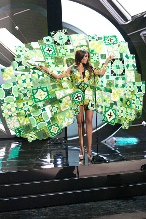 20B-Miss-Puerto-Rico-Miss-Universe-2015-National-Costumes-Tom-Lorenzo-Site