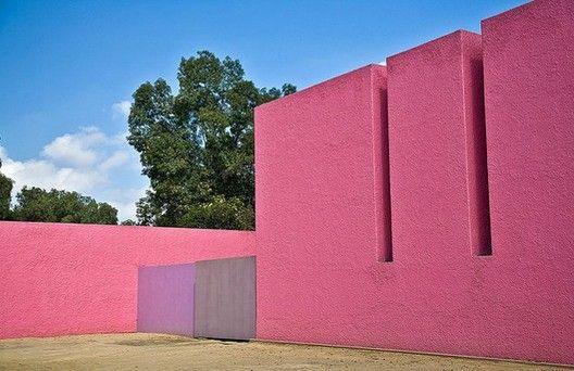 """Galería de Clásicos de Arquitectura: """"Los Clubes"""" - Cuadra San Cristóbal y Fuente de los Amantes / Luis Barragán - 6"""