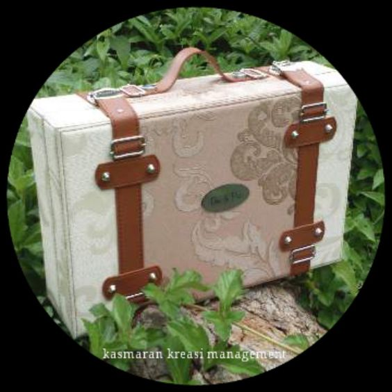 Handycraft/Handmade of Bandung #paperbox #art #fineartbox #fineartalbum #leatheralbum #leatherbox #weddingalbum #weddingbox #albummagazine
