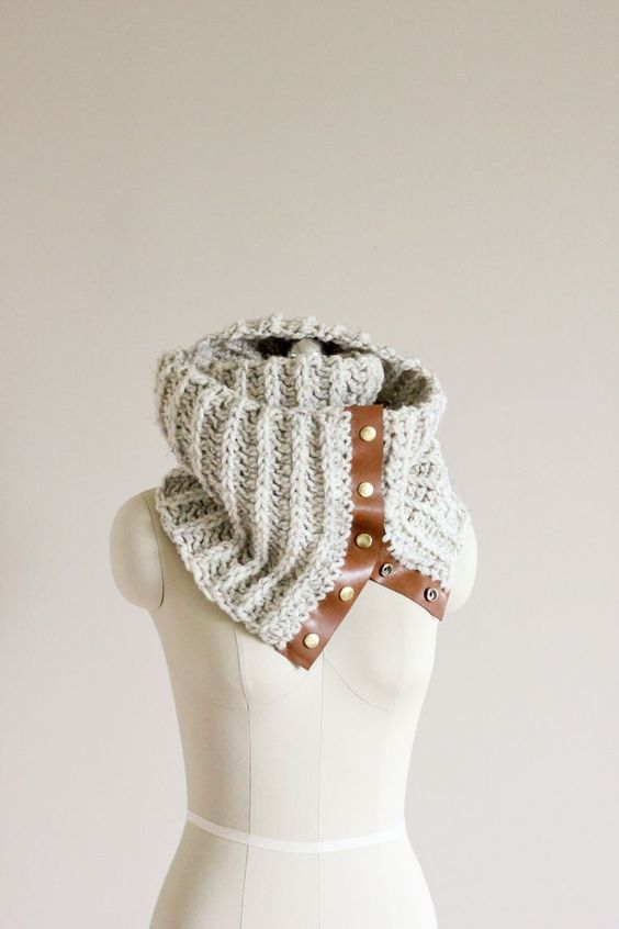 DIY: crochet leather snap scarf