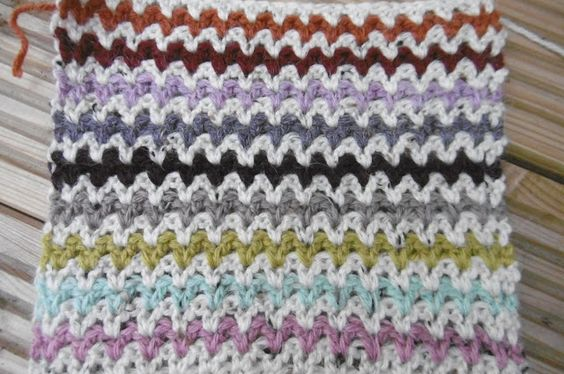 Close v-stitch variation #crochet pattern from Suz Place Ganchillo ...