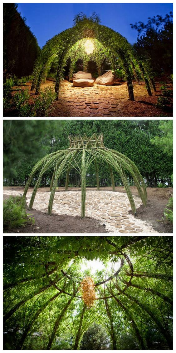 We love this living willow outdoor structure that gives you another living room in your garden ! Look so romantic ! More Living Willow Structures by Bonnie Gale on her website.…