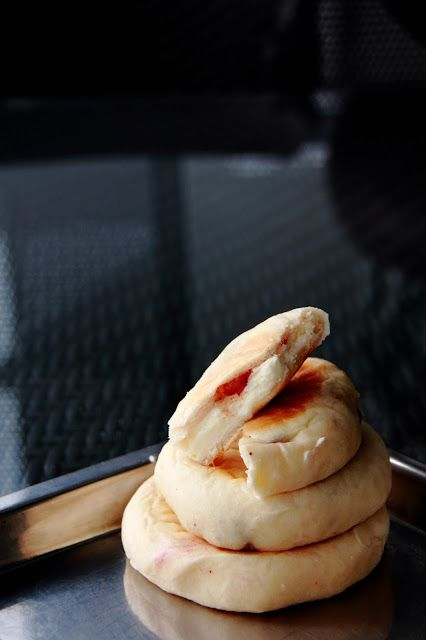 { Little Accidents in the Kitchen }: strawberry cream cheese flat bun