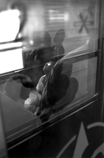 Ferdinando Scianna 1995 FRANCIA, Lourdes: in treno di pellegrini.