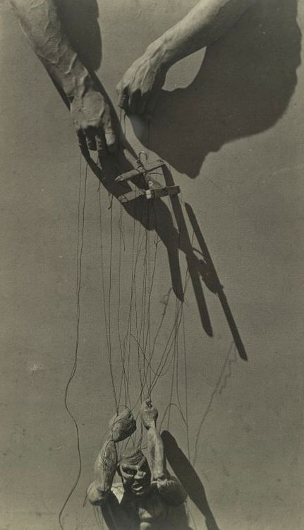 Tina Modotti: Hands of a puppeteer, 1929.        (I see a case of puppet angst)