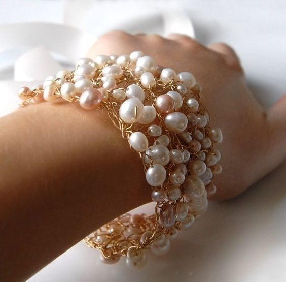 pearl wire-wrapped bracelet (jewelry, bracelet, pearl, beaded, wire, wire-wrapped, white, gold, metal)