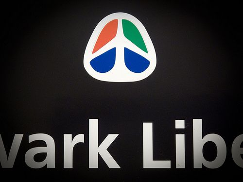 Newark airport logo.