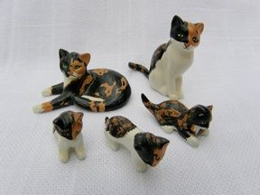 Hantel tortoiseshell cats