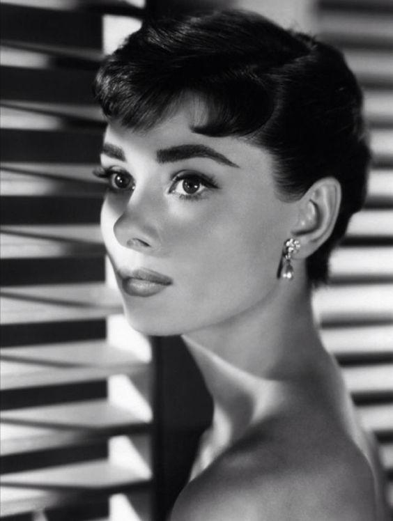 Audrey Hepburn in Sabrina (Billy Wilder, 1954)