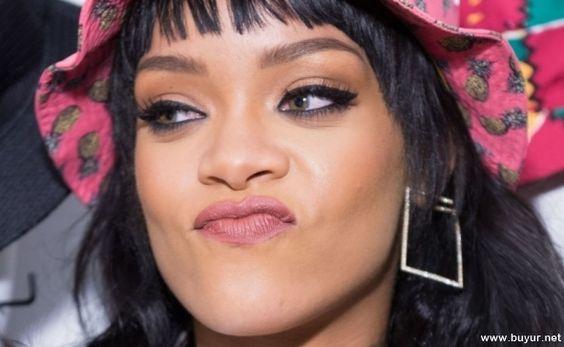 Rihanna Stili