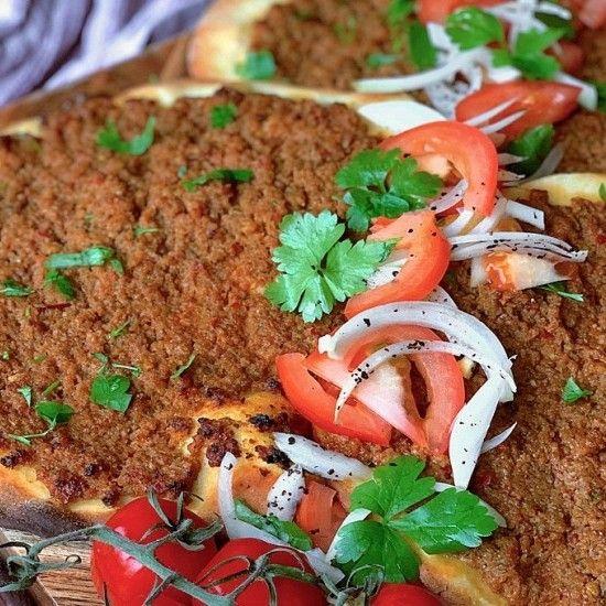 طريقة عمل الصفيحة الشامية أكلات اللحوم معجنات وصفات رمضانية فطور رمضان Minced Meat Recipe Meat Recipes Recipes