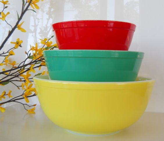 Vintage Pyrex Primary Color Mixing Bowl Set of Three, from BlueHouseVintage.