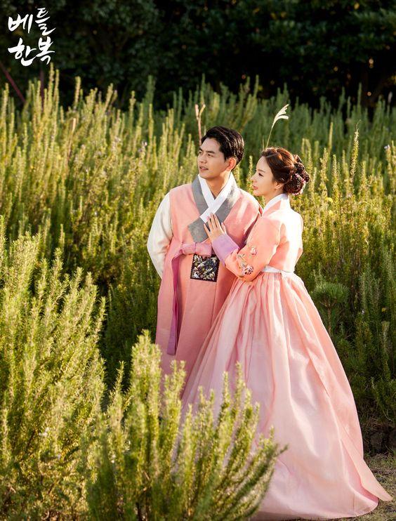 Korean traditional clothes. #couple #hanbok #bettlhanbok #marriage #sweet…