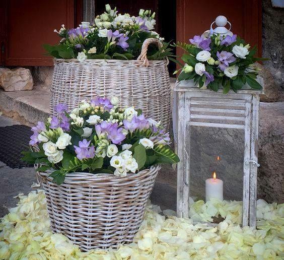 Fiori Bianchi Viola.Pin Di Rachel Summers Su Flowers Composizioni Floreali Rustiche