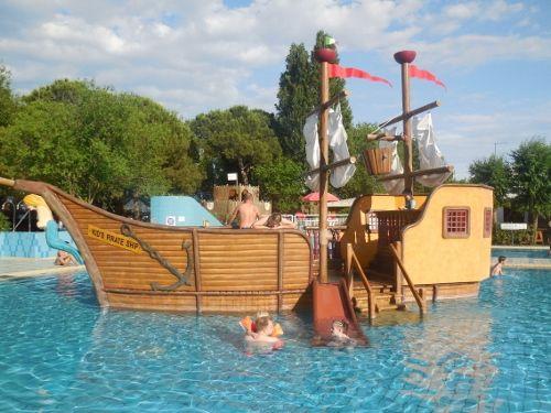 das Piratenschiff ist das Highlight für die Kids #campingcasavio #italien