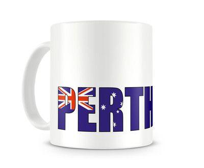 Tasse mit Perth Schriftzug. Eine Tasse bedruckt mit dem Schriftzug Perth