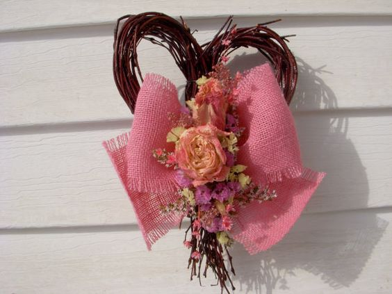 This lovely birch heart is the perfect gift size that measures 10 x 7 including the flowers. The heart is treated with a clear sealer and