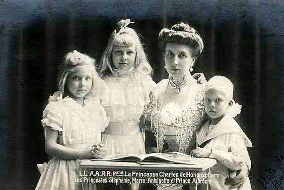 Prinzessin Josephine Caroline von Belgien mit ihren Kindern