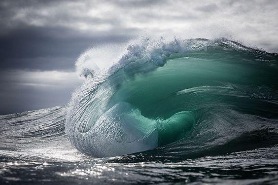 Ich halte die majestätische Kraft von Ozeanwellen fest  