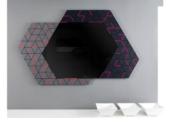 Drema, design Gianluca Sgalippa per Enzyma. Più di un semplice specchio incorniciato, è lo stralcio di piastrelle strappate via da una parete e ricollocate altrove. Il riferimento iconografico risiede