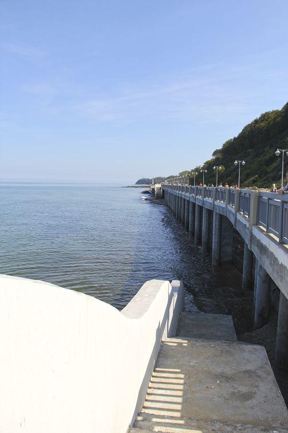 Спуски к будущему пляжу, пока прямо к морю