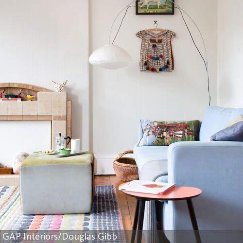 Ein Musterteppich mit Pastellfarben macht sich auf einem Dielenboden besonders gut: Der Teppich sorgt nicht nur für warme Füße, sondern dient gleichzeitig…