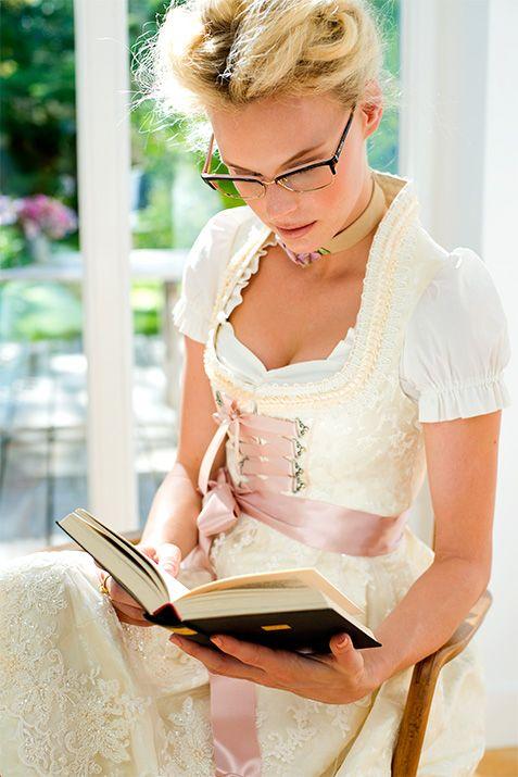 #Farbbberatung #Stilberatung #Farbenreich mit www.farben-reich.com silk & pearls / Trachtenmode & Designerdirndl