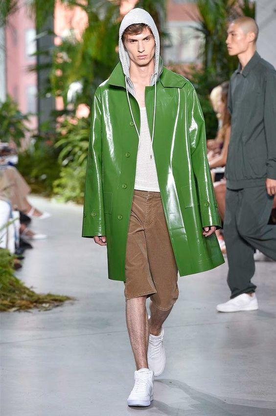 La estética deportiva de la firma Lacoste se hace presente en la semana de la moda de Nueva York, su colección Spring-Summer 2017 apu...