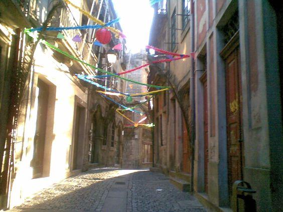 Uma das ruas antigas da cidade do Porto