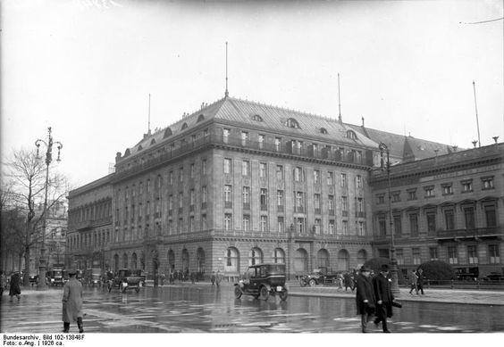 Datei:Bundesarchiv Bild 102-13848F, Berlin, Hotel Adlon.jpg