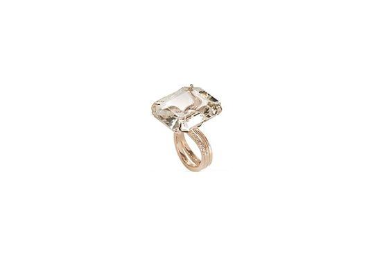 Anel em ouro rosé 18k, polido com diamantes cogac e topázio, da H. Stern. Preço: R$ 19,7 mil. Informações: www.hstern.com.br   Preço e disponibilidade pesquisados em setembro de 2015 e sujeitos a alterações