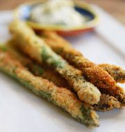 Aspargus,egg,flour,breadcrums,parmesan. Lightly fried until crisp and golden. Serve with a creamy garlic mayo.: Asparagus Mmmmm, Recipes Veggies, Asparagus Yummy, Asparagus Appetizer, Crumbed Asparagus, Crumbled Asparagus, Asparagus Recipe
