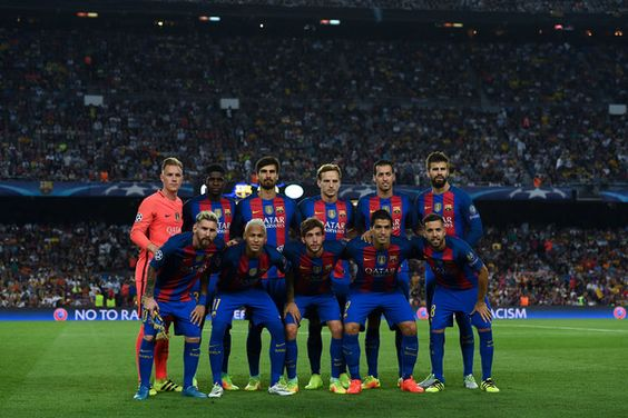 FC Barcelona players pose for a team picture prior to the UEFA Champions League Group C match between FC Barcelona and Celtic FC at Camp Nou on September 13, 2016 in Barcelona, Catalonia.