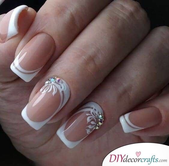 White Swirls Wedding Nail Designs Manicure Nail Designs Nails Design With Rhinestones Nail Art Wedding
