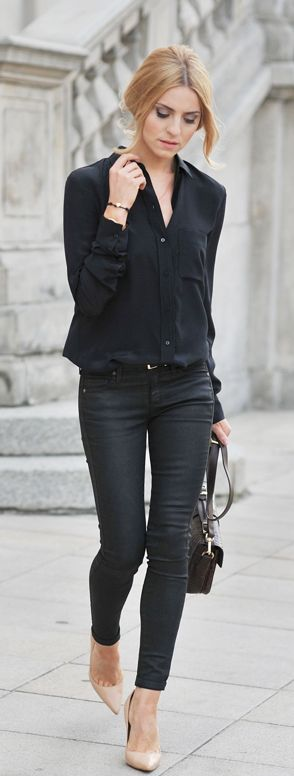 Černé kalhoty - klasické do kanceláře, džíny, koženkové - nepřeberné množství stylů a možností kombinování. Základní kousek, ale občas mohou být i jen doplňkové.: