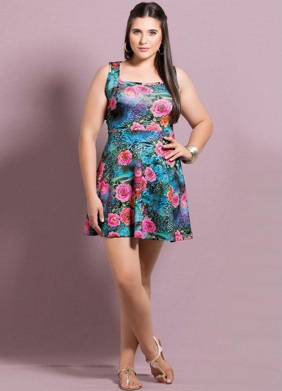 Vestido Evasê Estampa Mix de Flores Plus Size - Quintess