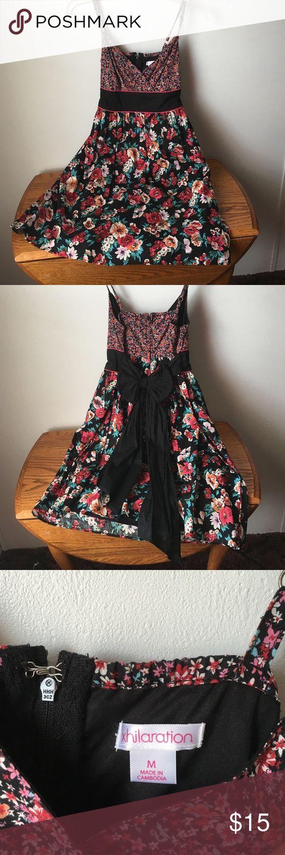 A floral summer dress size medium A very cute floral dress size medium juniors gently used Xhilaration Dresses Mini