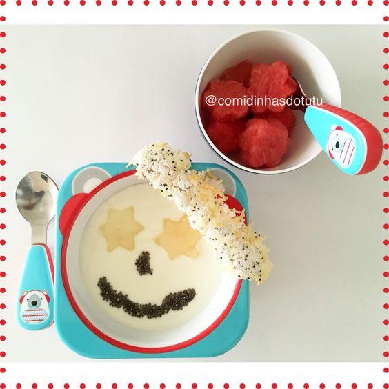 Café da manhã com iogurte natural caseiro com melão e chia; melancia e casquinha crocante de tapioca