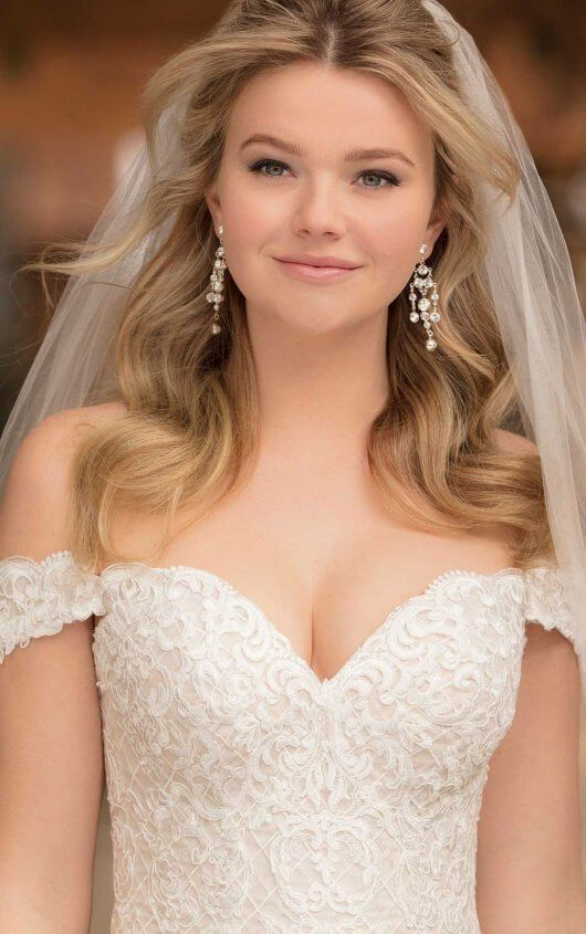Vintage Off The Shoulder Wedding Gown In 2020 Hairstyle For Off