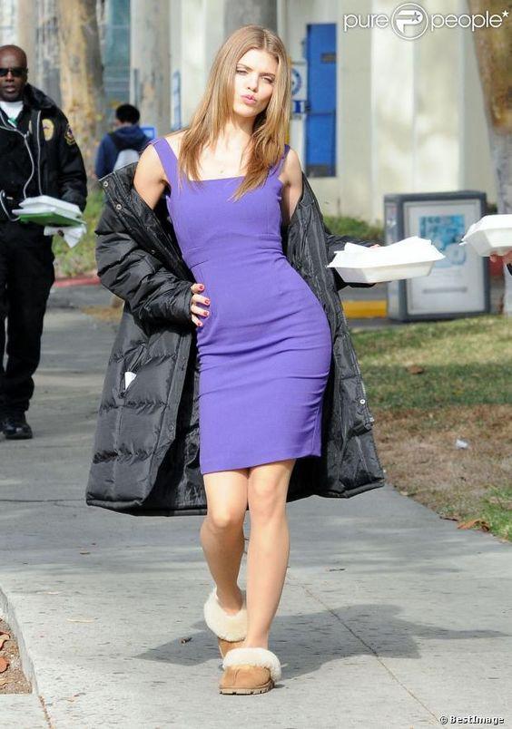 AnnaLynne McCord : Cascade périlleuse dans une robe moulante pour 90210 - photos