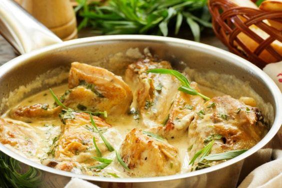 Poitrines de poulet poêlées sauce crémeuse... miel, ail et moutarde de Dijon.
