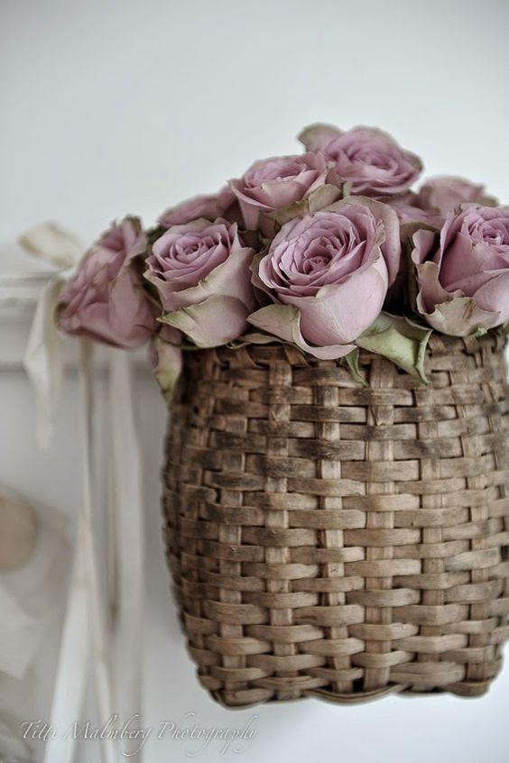 HWIT BLOGG: FLOWERS by titti & ingrid - Blommor i en korg