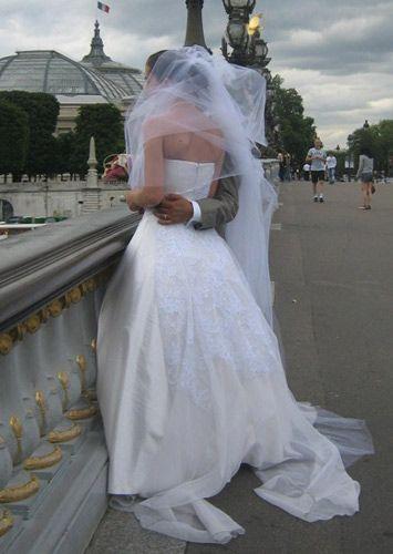 robe de mariée avec un bustier et une traîne romantique #robedemariee  #styliste #creationunique #paris #mariage #robedemarieesurmesure #créateur