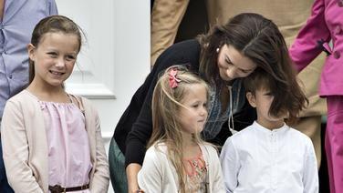 Die dänische Königsfamilie im Sommerurlaub: Prinzessin Mary Prinzessin Isabella, Prinzessin Josephine und Prinz Vincent. © picture alliance/Scanpix Denmark Fotograf: Henning Bagger