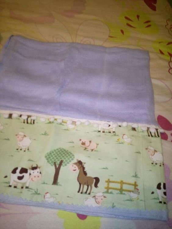 Fralda de bebê aplicada tecido na barra