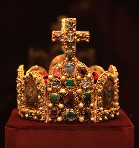 Imperial Crown of the Holy Roman Empire - saw this in Vienna...