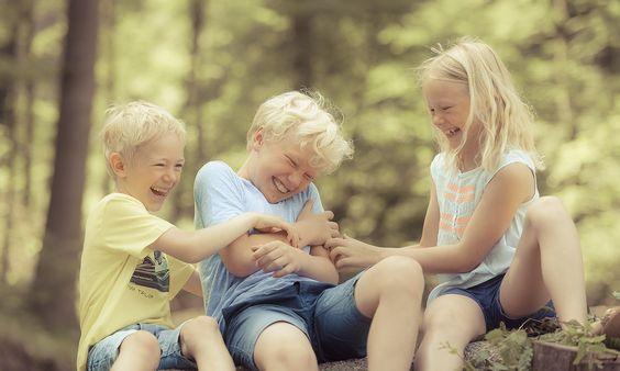 Kinder zu Dritt Outdoor