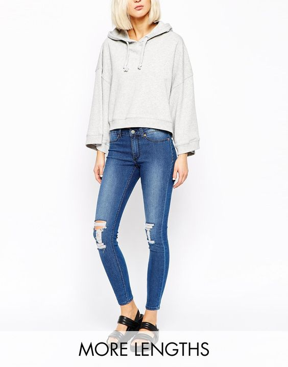 Cheap Monday – Knöchellange Jeans mit zerrissenem Knie